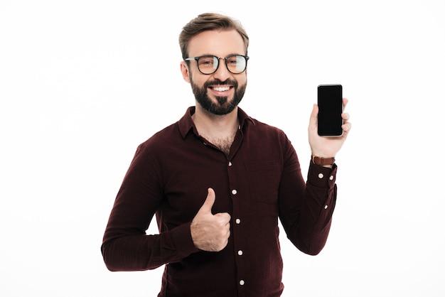 Porträt eines lächelnden überzeugten mannes in den brillen