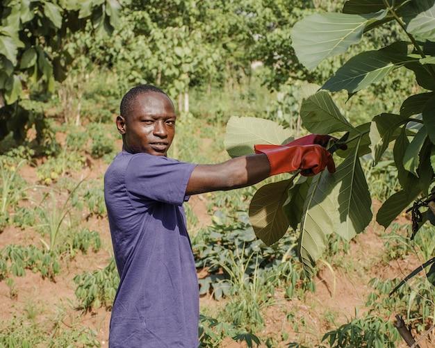 Porträt eines landarbeiters, der aufwirft