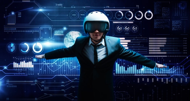 Porträt eines mannes in anzug und helm. er zeigt, dass er vor dem hintergrund eines hologramms des markthandels fliegt