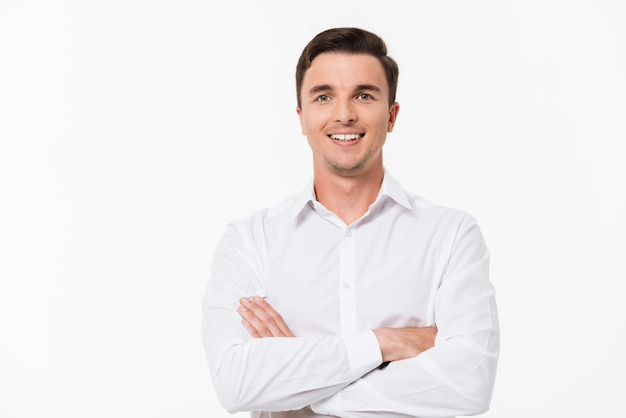 Porträt eines mannes in einem weißen hemd