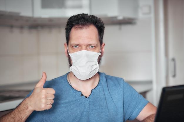 Porträt eines mannes in einer medizinischen maske, persönliche schutzausrüstung gegen viren und krankheiten
