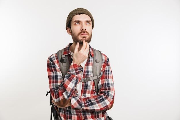 Porträt eines nachdenklichen bärtigen mannes im karierten hemd