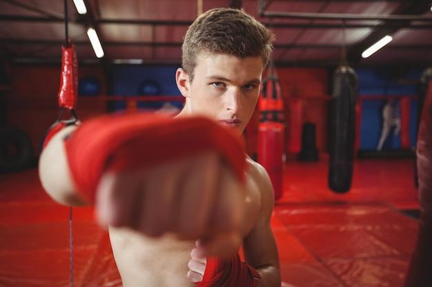 Porträt eines selbstbewussten boxers