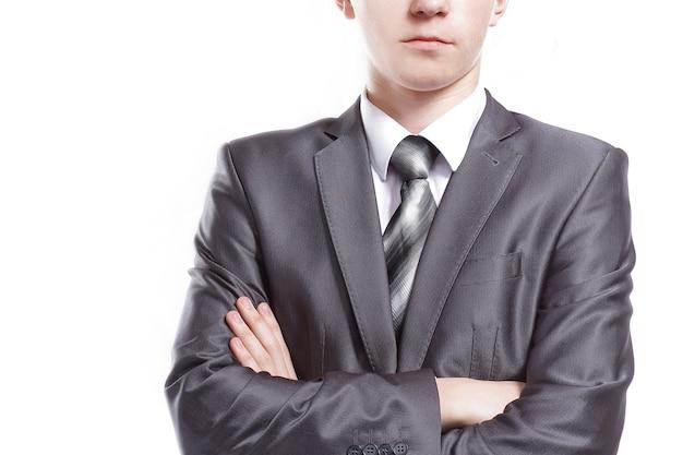 Porträt eines selbstbewussten jungen mannes