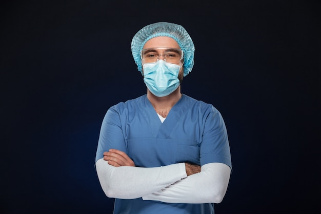 Porträt eines überzeugten männlichen chirurgen