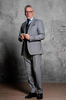 Porträt eleganter alter mann