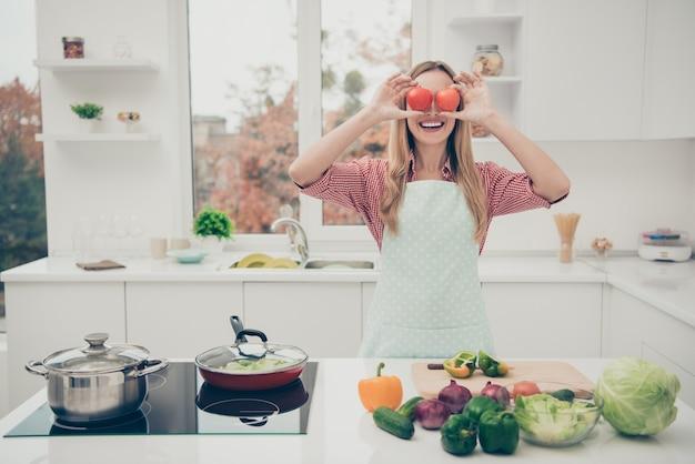Porträt frau kochen