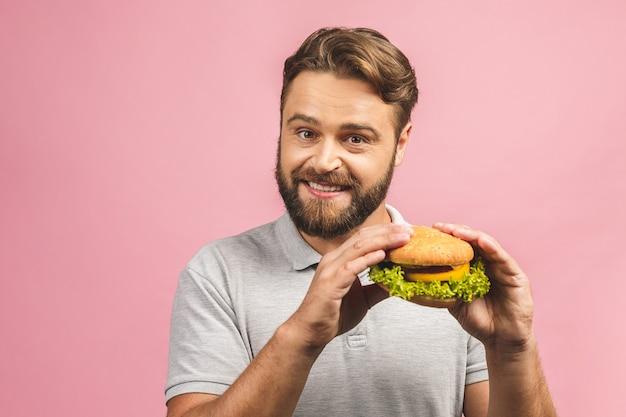 Porträt hübscher junger mann, der isst