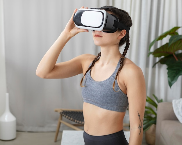 Porträt junge frau mit virtual-reality-headset