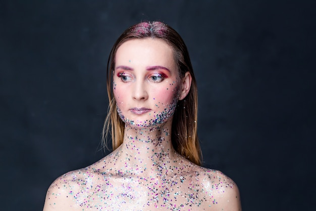 Porträt schöne frau mit glitzer make-up