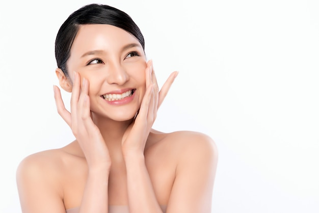 Porträt schöne junge asiatische frau reinigen frische nackte haut konzept. asian girl beauty gesicht hautpflege und gesundheit wellness