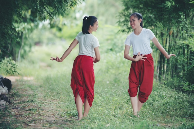 Porträt thailändischer junger dame in kunstkultur thailand dancing, thailand