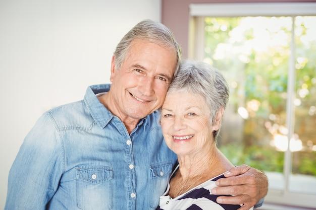 Porträt von romantischen älteren paaren