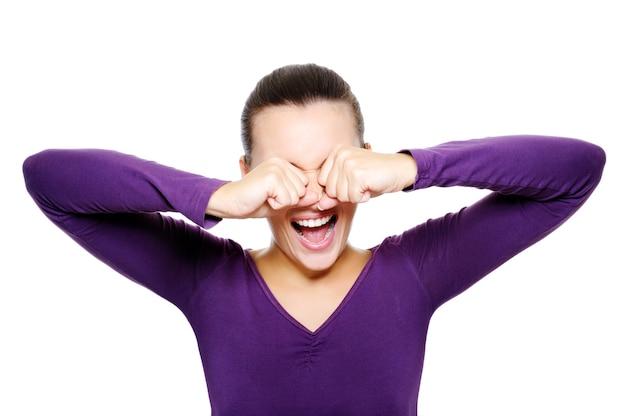 Porträt von schreien frau verstecken ihre augen von hand