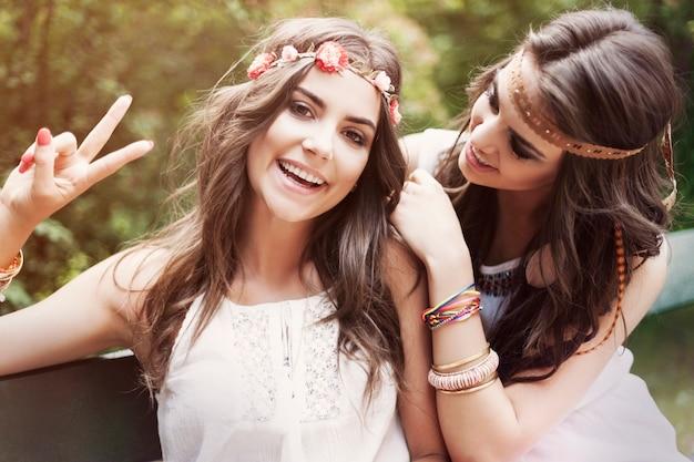 Porträt von zwei hippie-frauen