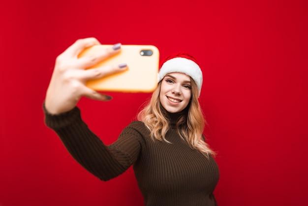 Porträtfrau, die selfie nimmt