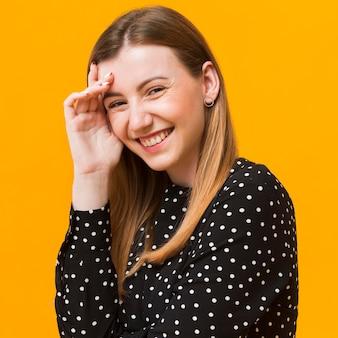 Porträtfrau lacht