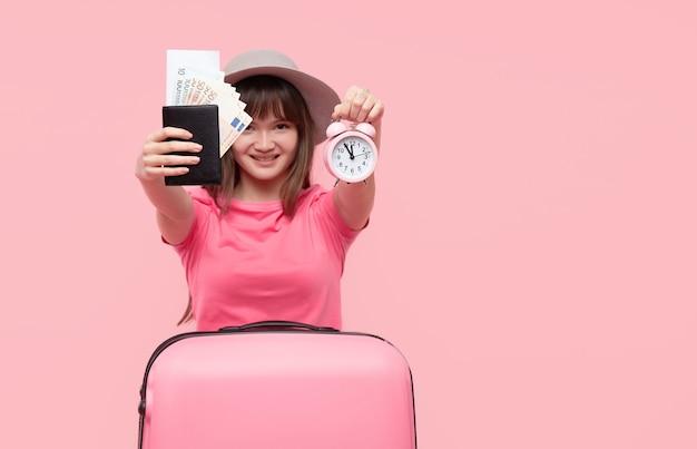 Porträtfrau mit koffer
