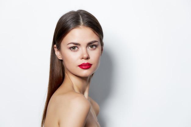 Porträtfrau mit roten lippen