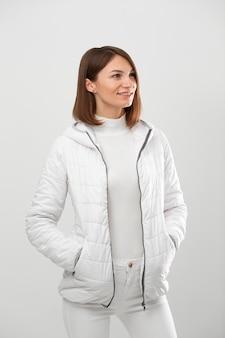 Porträtfrau mit winterkleidung