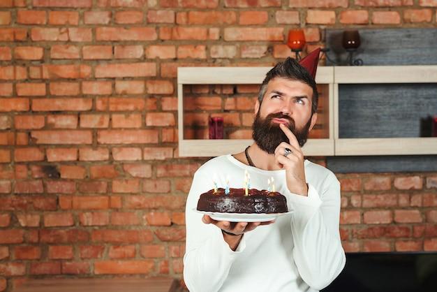 Porträtmann mit kuchen