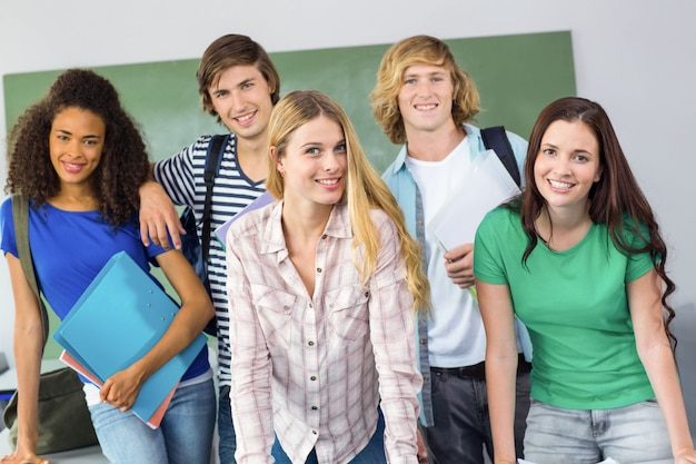 Portrait der glücklichen studenten