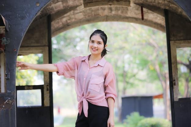 Portrait der schönen asiatischen frau