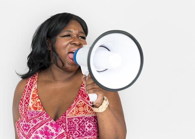 Portrait der schönen fälligen afroamerikanerfrau