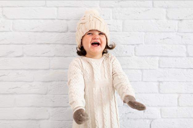 Portrait des entzückenden kleinen mädchens