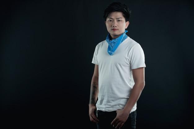 Portrait des stattlichen attraktiven mannes