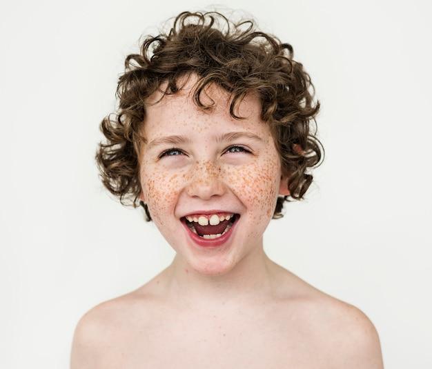 Portrait eines fröhlichen jungen