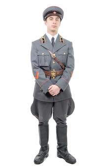 Portrait eines jungen offiziers der sowjetischen armee, getrennt auf weiß