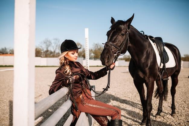Portrait eines mädchens und des pferds