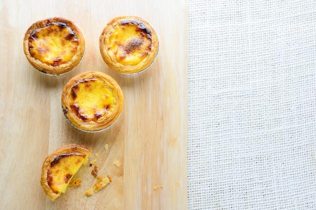 Portuguese egg tarts, ist eine art puddingkuchen, der in verschiedenen asiatischen ländern vorkommt.