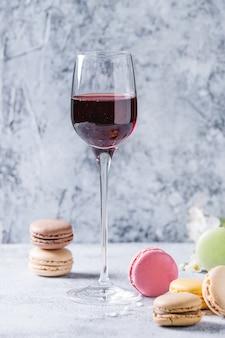 Portwein mit französischen nachtischmakronen