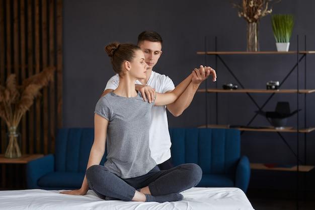 Posttraumatische rehabilitation, sportphysiotherapie, erholungskonzept.