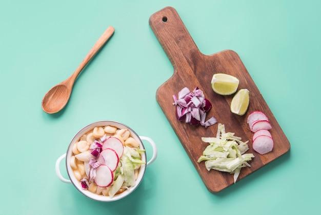 Pozole blanco typisches essen sudamerican