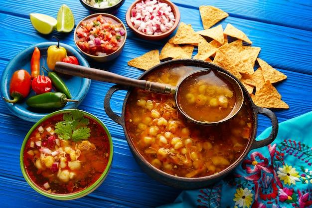 Pozole mit mais-eintopf aus mexiko