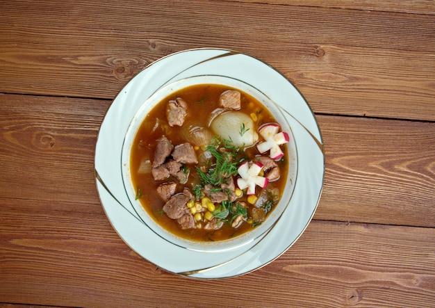 Pozole traditionelle suppe mexiko