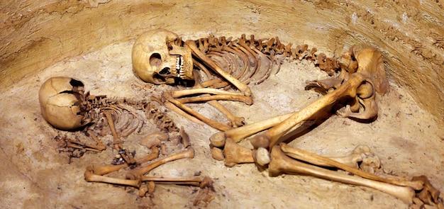 Prähistorische bestattung des skeletts aus catalhoyuk, vor etwa 10.000 jahren, türkei