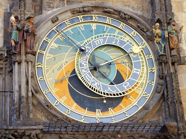 Prager astronomische uhr (orloj) in der altstadt von prag