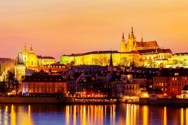 Prager burg und moldau in prag, tschechische republik