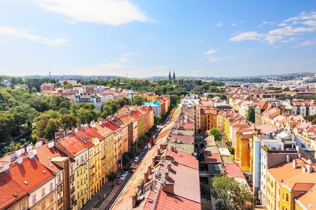Prager dächer, blick von der brücke in der tschechischen republik.