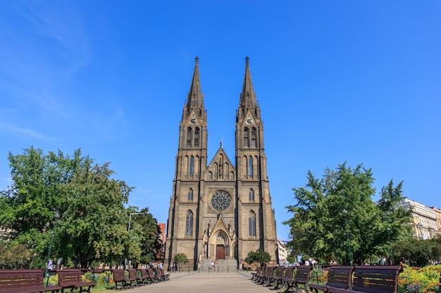 Prager kirche st. ludmila, schöne sommeransicht