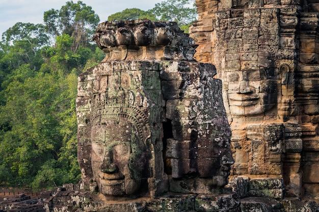 Prasat bayon in der siem- reapprovinz kambodscha.