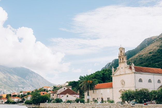 Prcanj, montenegro die bucht von kotor. geburtskirche der jungfrau.