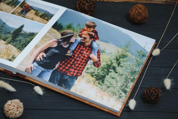 Premium-fotobuch, großformatig, naturholzbezug, qualitätsbindung. familienfotobuch, erholungserinnerungen
