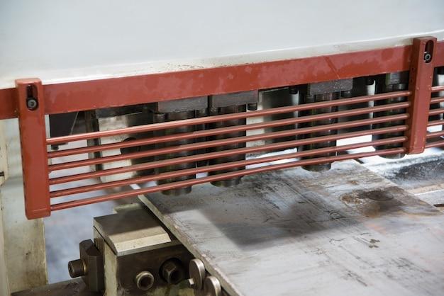 Pressmaschine zum stanzen von stahlblechen, nahaufnahme