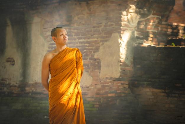 Priester-walk-meditation