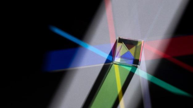 Prisma, das bunte lichter zerstreut